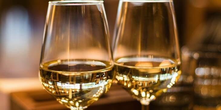 sonhar-com-vinho-branco