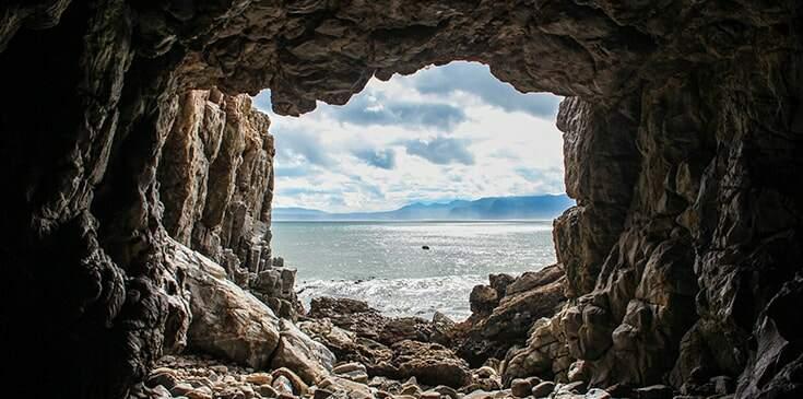 sonhar com caverna