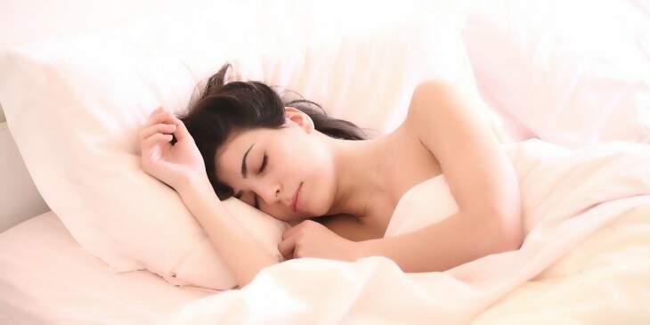 sonhar com dormir na cama