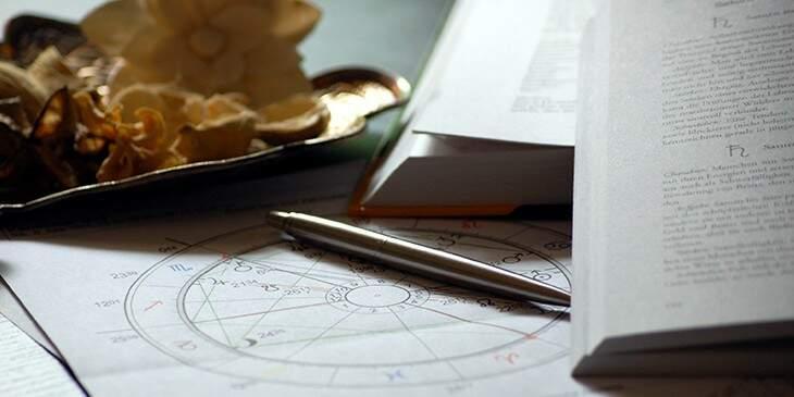 consulta com astrólogo
